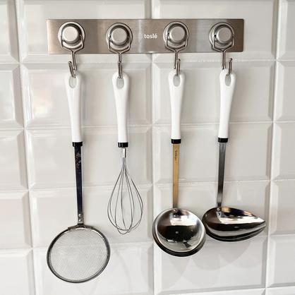 キッチン周りの有効活用、マグネストロングフックの使用例